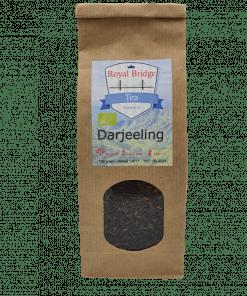 Darjeeling zwarte thee wordt hoog op de voorgebergten van de Himalaya verbouwd en vernoemd naar het gebied waar het oorspronkelijk vandaan komt.