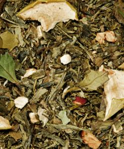 Groene Thee Appel Gember. Fris, aromatisch, zoet - deze compositie heeft veel te bieden. Het verkwikkende temperament van stukjes gember met het bijpassende aroma wordt gecompleteerd door de zachte zoetheid van de bramenbladeren.